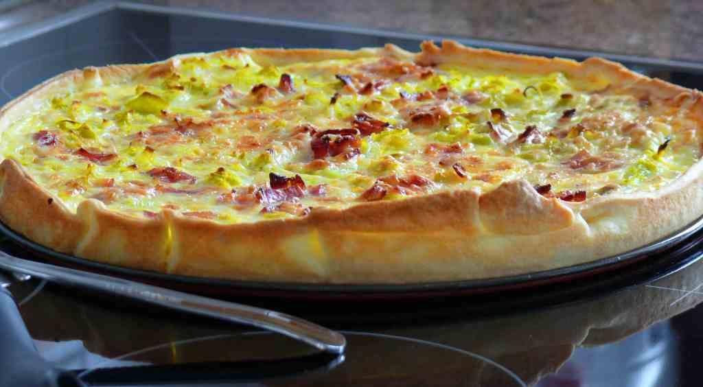 Esta receta de quiche es un clásico, de puerro sólo o de puerros con bacon como en una servilleta indica, es una quiche deliciosamente buena