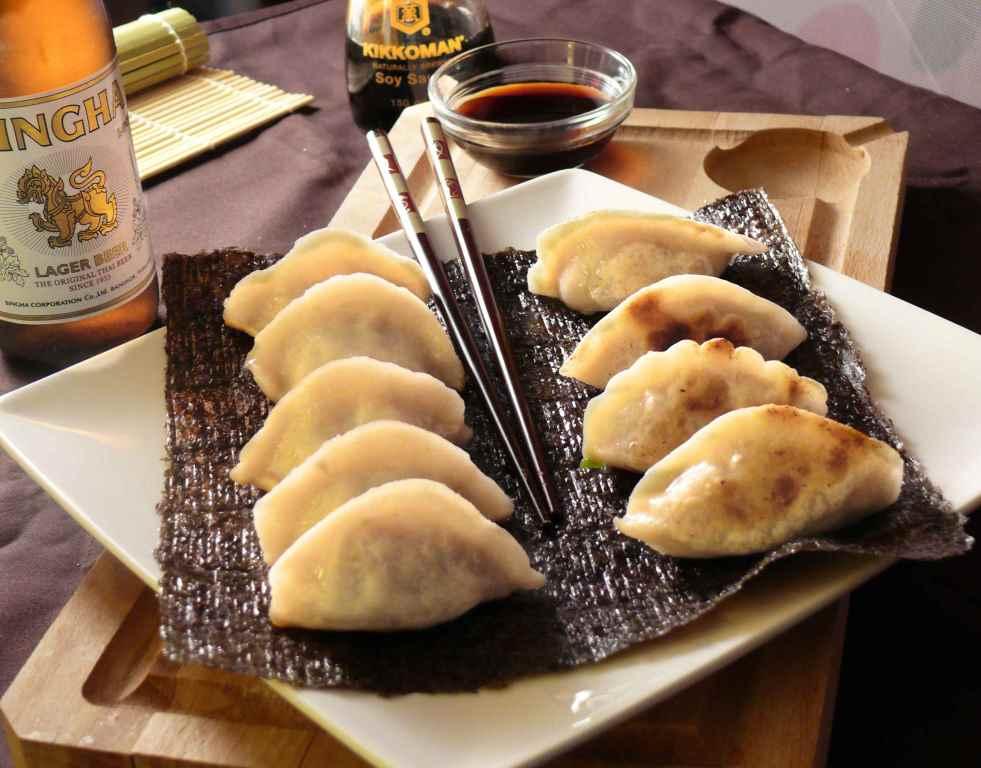 Receta de cocina japonesa gyozas for Menaje cocina japonesa